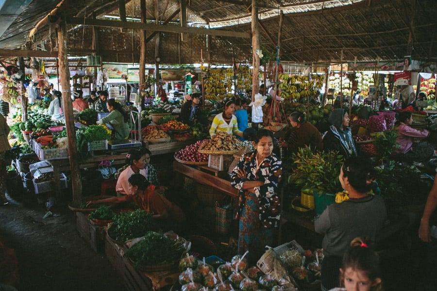 MarketDayInBagan-025